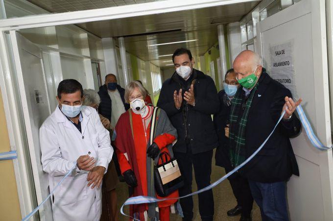 Valdés inauguró una sala exclusiva para pacientes con Covid–19, en el Hospital Camilo Muniagurria de Goya